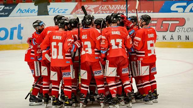 Hokejisté Mory (v červeném) porazili Kometu 2:1 v prodloužení.