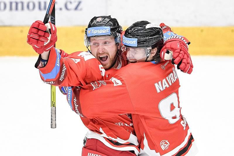 Utkání 1. kola hokejové extraligy: HC Olomouc - BK Mladá Boleslav, 10. září 2021 v Olomouci. (zleva) Jan Švrček z Olomouce a Jakub Navrátil z Olomouce se radují z gólu.