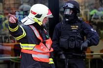 Simulovaný útok teroristů: cvičení záchranářů v OC Šantovka v Olomouci