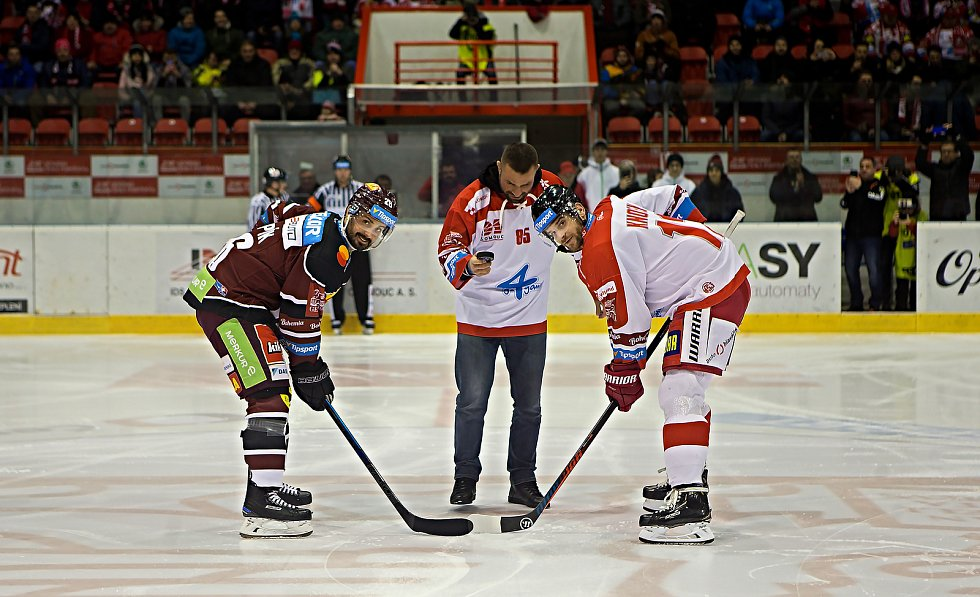 Slavnostní buly na utkání Olomouce se Spartou vhodil Karlos Terminátor Vémola