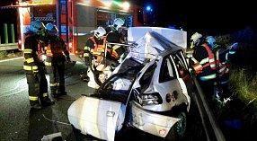 Zaklíněného řidiče vytahovali z vraku