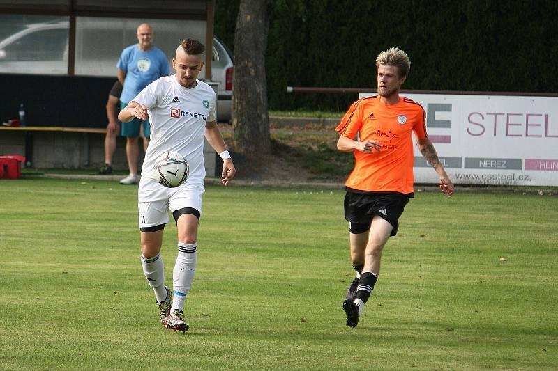Všechovice (v bílém) proti FK Šternberk. Jan Tögel