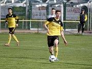 Fotbalisté Nových Sadů (ve žlutém)