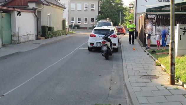 Nehodu, při níž cyklista v Bendlově ulici v Olomouci 15. června 2017 srazil pětileté dítě, teď šetří policie a s prosbou o pomoc se obrací na veřejnost