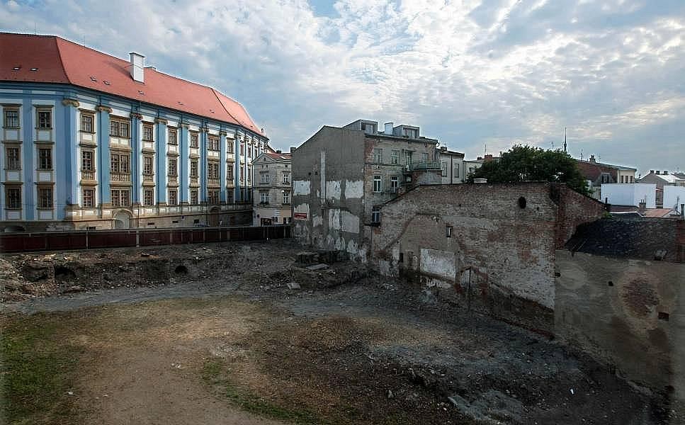 Proluka v Denisově ulici, kde má vyrůst Středoevropské forum