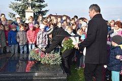 Uctění památky Jana Opletala na hřbitově v Nákle