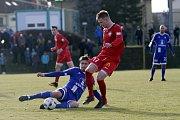Olomoučtí fotbalisté (v modrém) porazili v přípravě Nitru 1:0. Aleš Škerle (vlevo).