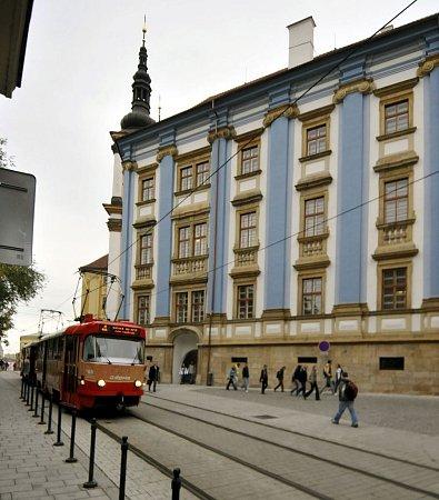 Budova bývalé jezuitské univerzity vDenisově ulici vOlomouci - nyní depozitáře Vlastivědného muzea