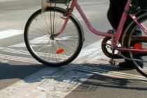 Cyklista má na přechodu přednost pouze, když kolo vede. Ilustrační foto