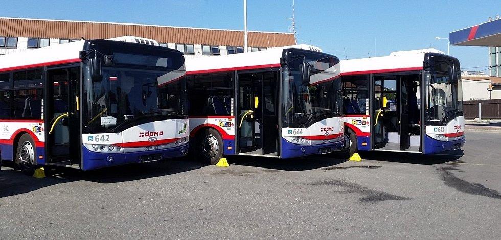 Autobusy Solaris Urbino 12 v barvách Dopravního podniku města Olomouce