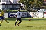 Fotbalisté Holice (v bílém) porazili Šumperk 2:1.