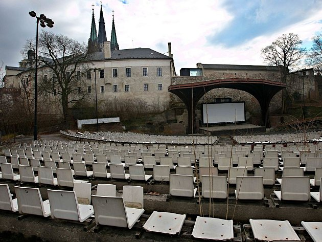 Areál letního kina pod středověkým knížecím a duchovním sídlem v Olomouci