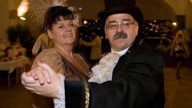 Maškarní ples ve Vlastivědném muzeu Olomouc: ředitel muzea Břetislav Holásek jako Johann Strauss