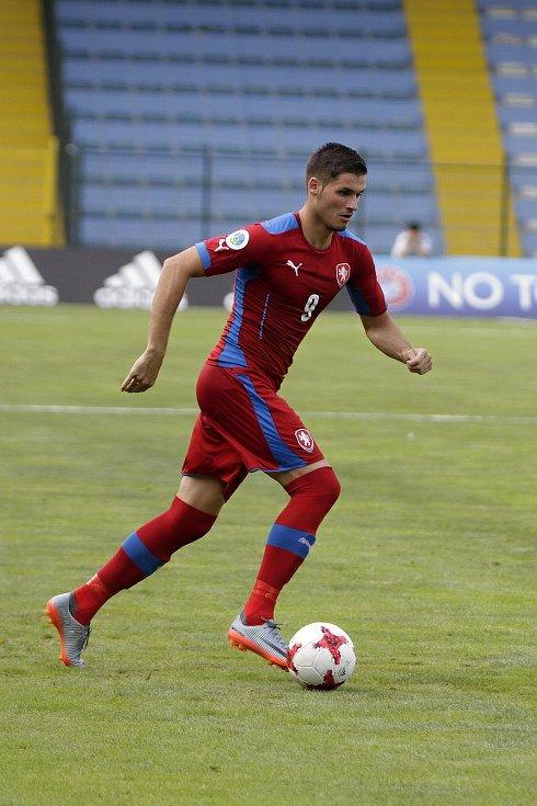 Tým amatérské fotbalové reprezentace z Olomouckého kraje (v červeném) podlehl regionu Jižního Ruska 1:2. Petr Navrátil