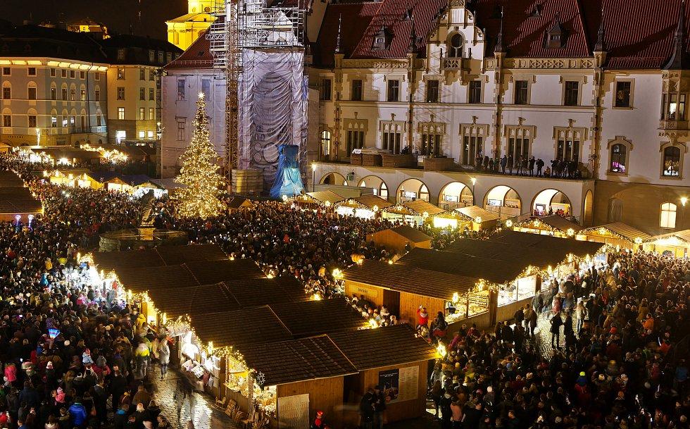 Rozsvícení vánočního stromu na Horním náměstí v Olomouci, 22. 11. 2019