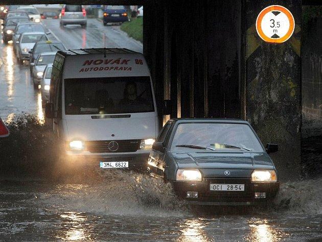 Podjezd v Pavlovičkách zatopil vydatný déšť