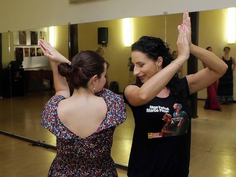 Flamencový workshop pro začátečníky Petry Pšenicové v rámci festivalu Colores Flamencos.