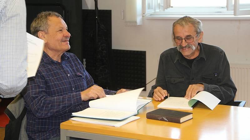 Miroslav Krobot režíruje v Moravském divadle Olomouc Zánik samoty Berhof. Spolupracuje opět s olomouckým psychologem a scénáristou Lubomírem Smékalem. 11. října 2021