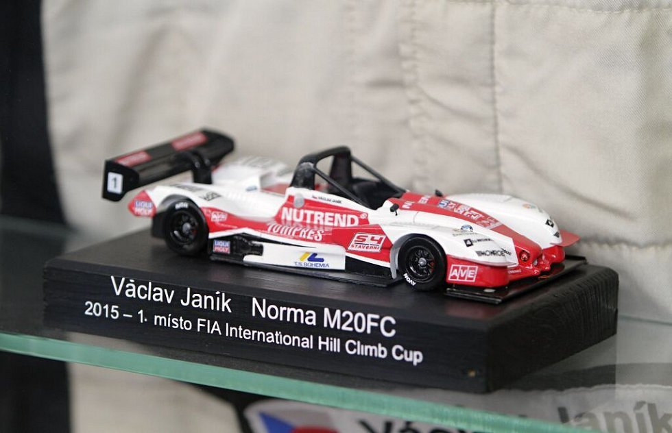 Tým Nutrend Racing se představil před sezonou