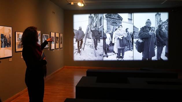"""Vernisáž výstavy """"1989"""" v Muzeu umění Olomouc"""