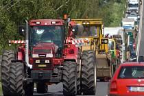 Kolona na silnici Olomouc - Přerov při protestu zemědělců