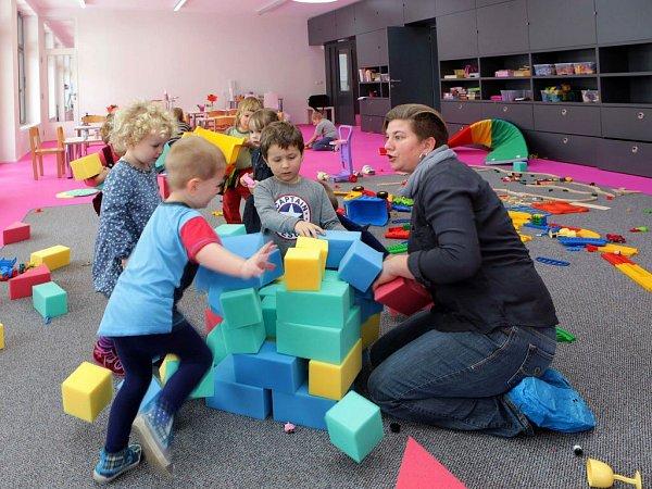 Odvě nová oddělení se rozrostla mateřská školka na Zámeckém náměstí ve Velké Bystřici.