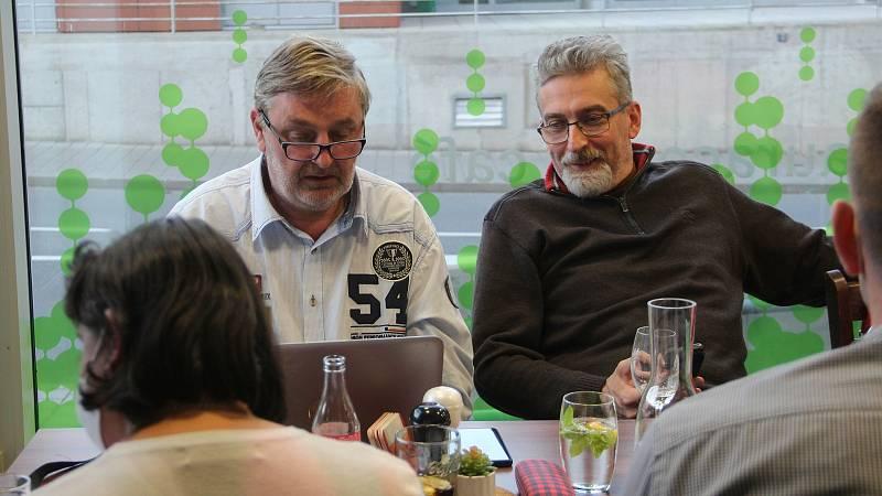Zástupci ANO sledovali výsledky voleb v olomoucké Restauraci A na výstavišti Flora.