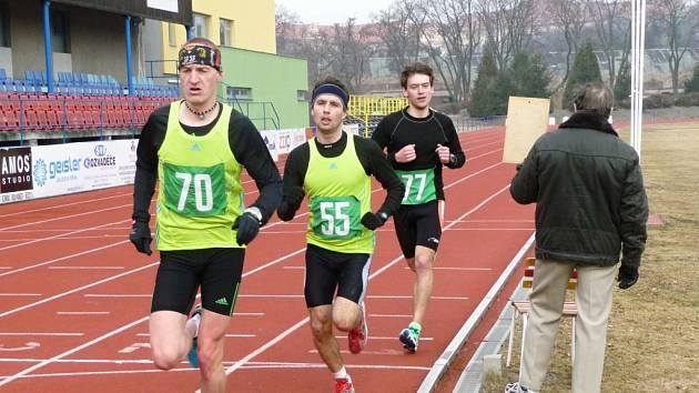 Vedoucí trojice běžců ve složení Kučera (70), Vymazal (55) a Pelíšek (77)edoucí trojice běžců ve slžení Kučera (70), Vymazal (55) a Pelíšek (77)