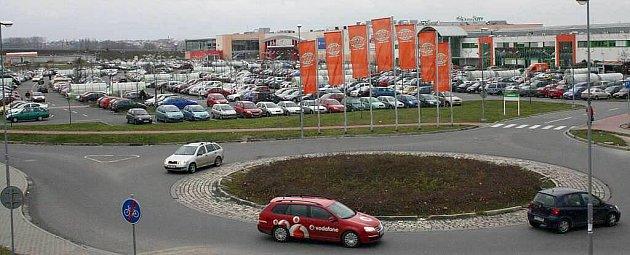 Parkoviště před olomouckým Globusem vsobotu 13.prosince