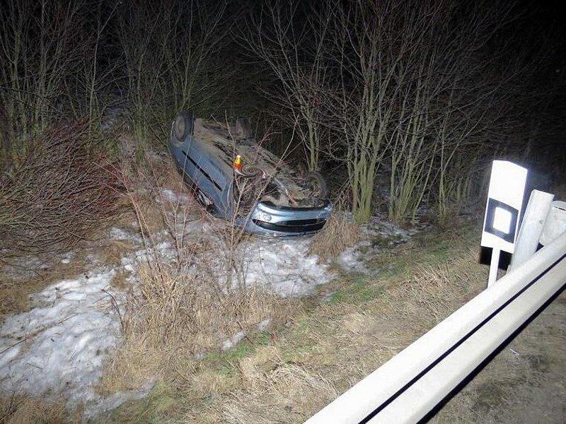 Nehoda opilého řidiče u Lužic