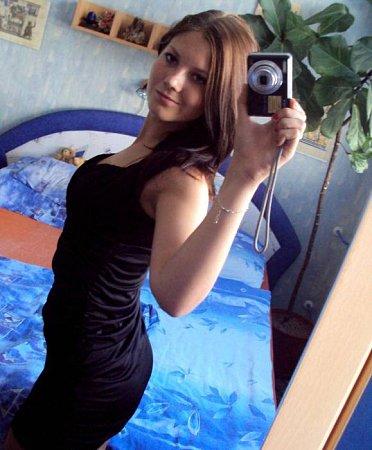 2) SÁRA MICHALÍKOVÁ, 18let, studentka, Brno