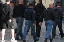 Pravicoví extrémisté pochodují přes Horní náměstí