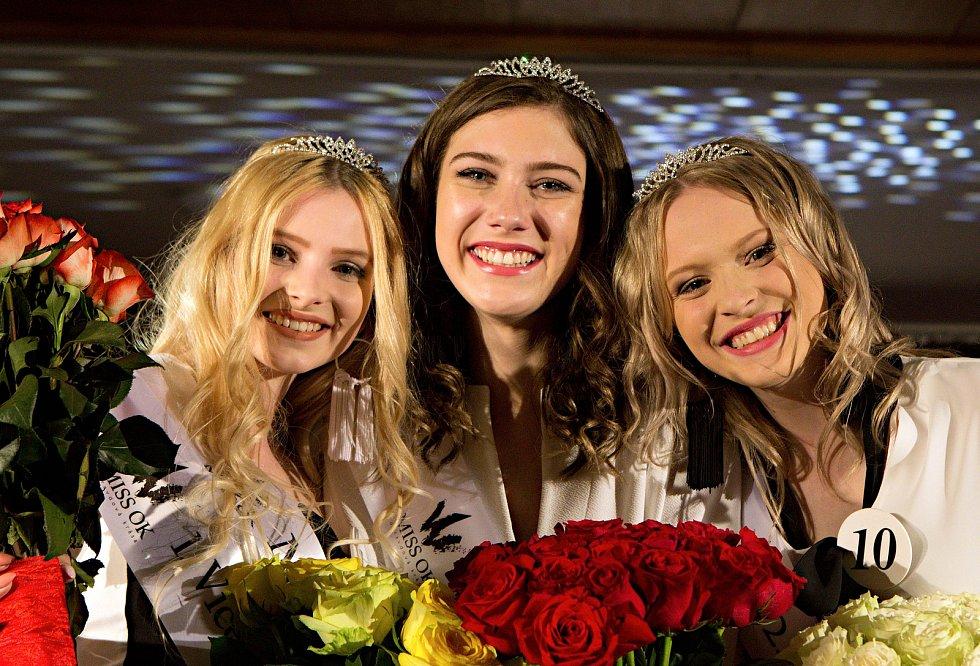 Miss  Jitka Hoczová ( uprostřed )1. vícemis  Nikol Vencová ( vlevo )2. vícemis  Simona Kamešová ( vpravo ). Semifinále 6.ročníku soutěže Miss OK ve Velké Bystřici.