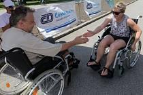 24hodinová štafeta na vozíku v olomouckých Smetanových sadech