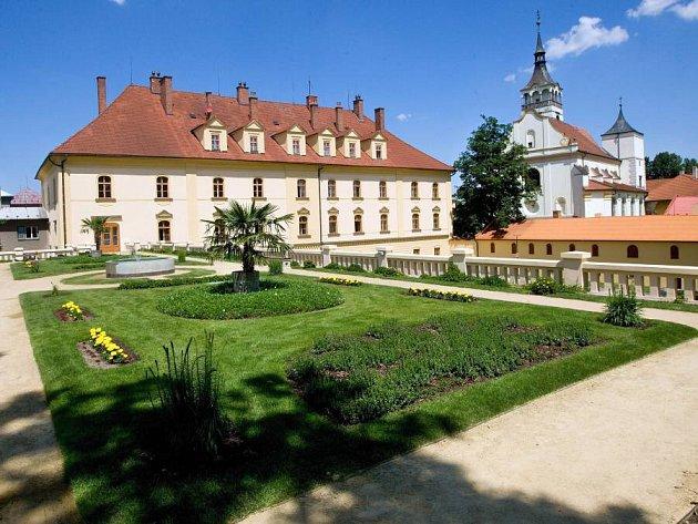Unikátní zahrada vLipníku nad Bečvou na střeše konírny