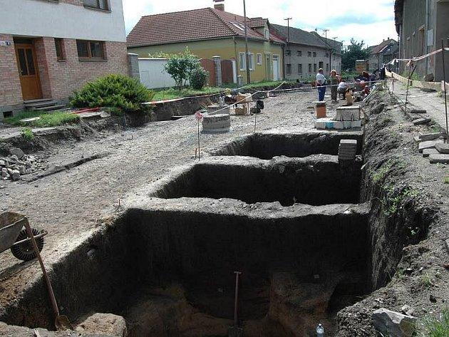 Archeologický průzkum v Kožušanské ulici v Nemilanech