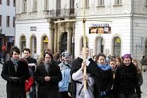 Účastníci Křížové cesty prošli i Horním náměstím.