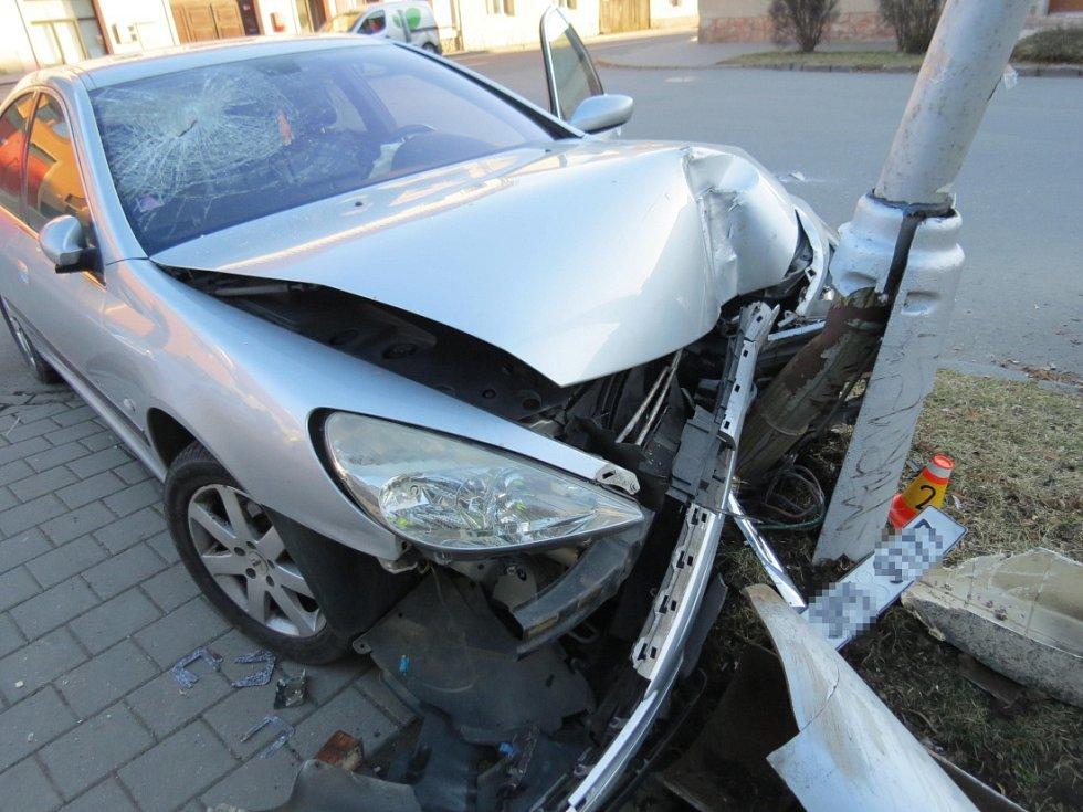 Nehoda opilého řidiče peugeotu v Keplerově ulici v Olomouci