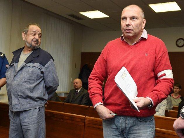 Zdeněk Olah (vlevo) a Miloš Almásy. Obžalovaní v kauze tzv. Toflova gangu u Vrchního soudu v Olomouci