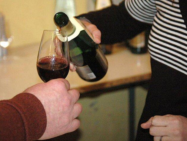 Košt vína ve Velkém Týnci