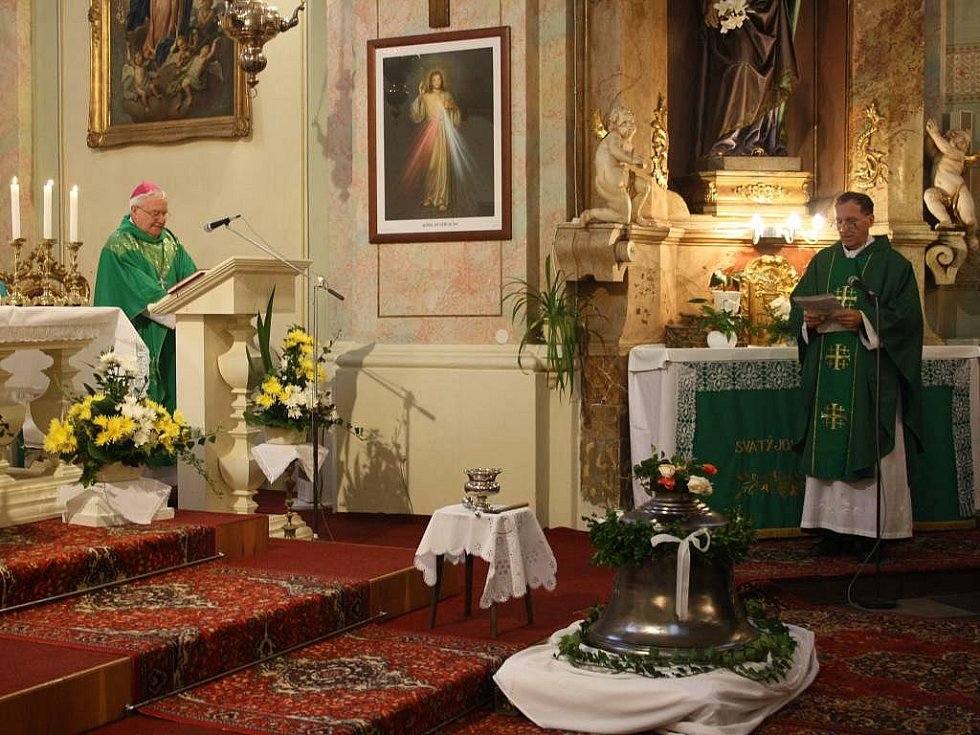 Slavnostní svěcení nového zvonu ve Velkém Újezdě