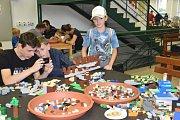 Výstava Svět kostek  v areálu Střední polytechnické školy v Olomouci.