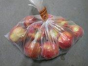 Zakázaný pesticid propargit odhalila Státní zemědělská a potravinářská inspekce v šarži jablek červených Gloster, země původu: Polsko.