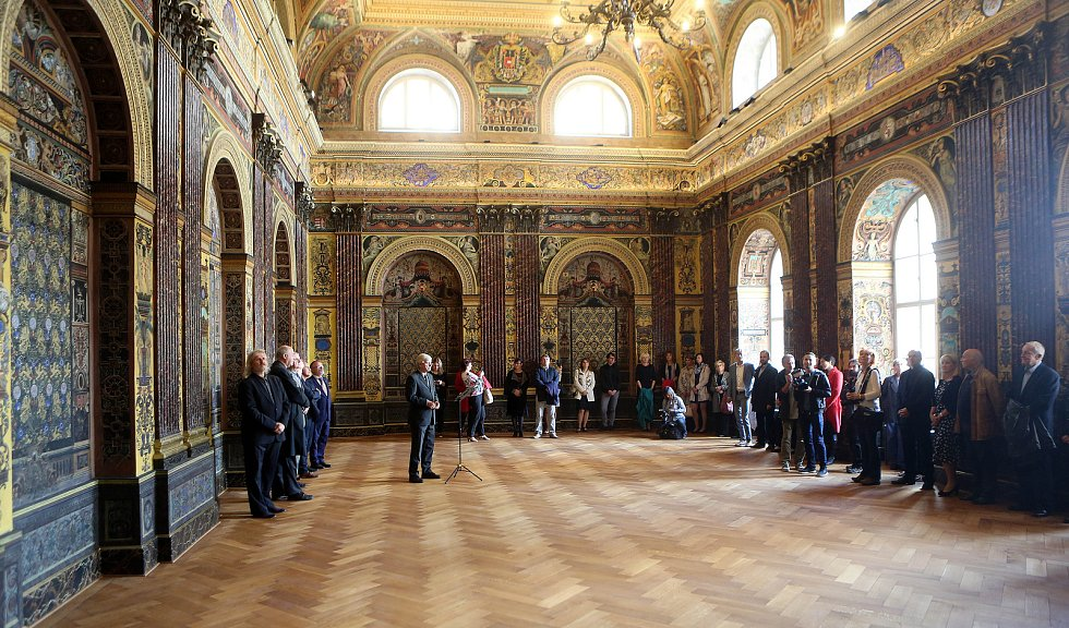 Slavnostní freskový sál v budově ZŠ Komenium v Olomouci