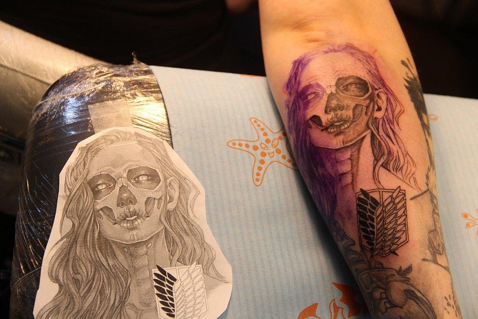 Předloha a téměř hotové tetování.