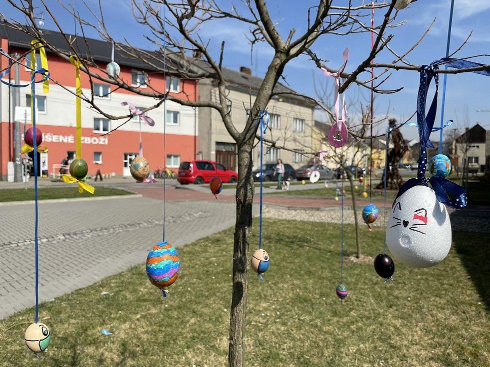 Velikonoční výzdoba ve Velkém Týnci, 1. dubna 2021