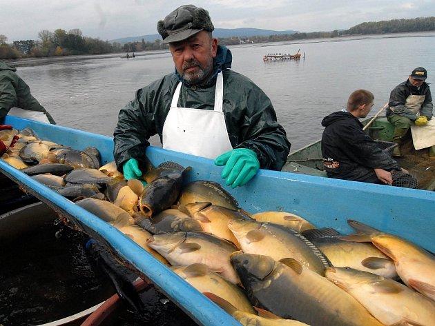 Rybáři byli s úlovkem spokojeni.