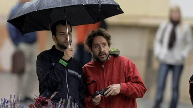 Olomoučané vytáhli po letních dnech opět bundy a deštníky
