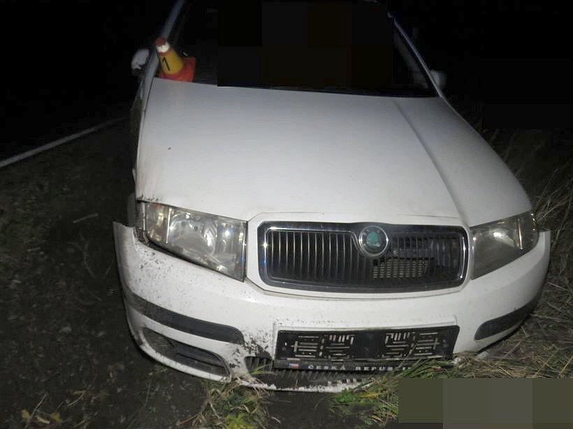 Nehoda fabie u Moravského Berouna - opilá řidička vrazila do stromu