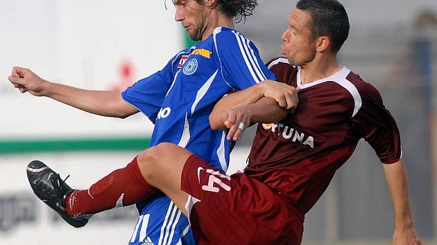 Pavel Horváth v souboji s Melinhem.